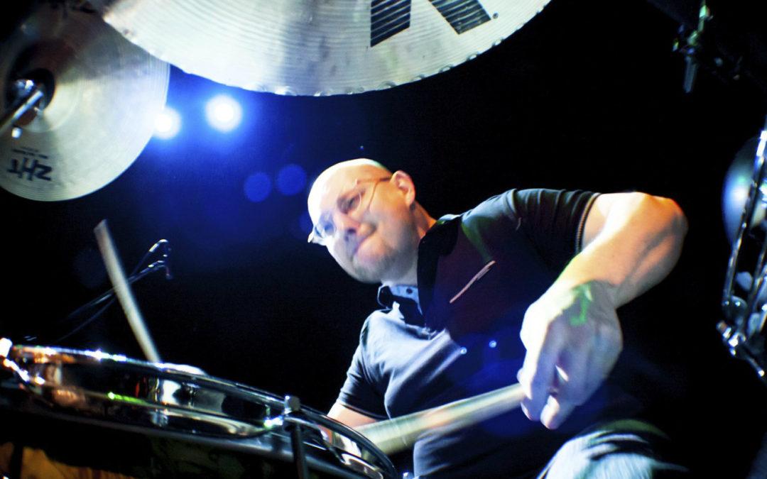 Tomek Łosowski w kolejnej lekcji dla Drum School