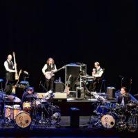 30 zespołów z dwoma (lub więcej) perkusistami w składzie