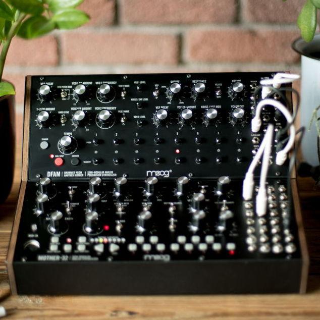 Moog przedstawia syntezator perkusyjny DFAM