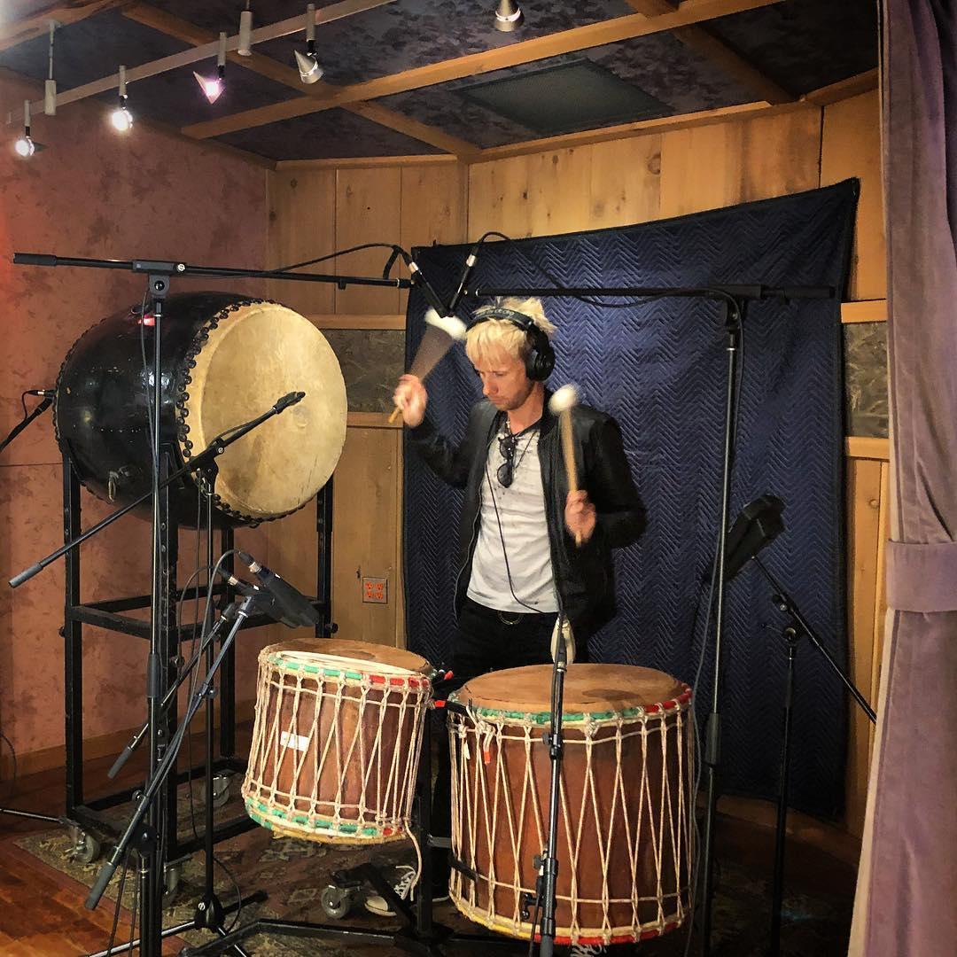 Dominic Howard w studio