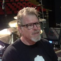 Pat Mastelotto prezentuje swój zestaw perkusyjny na trasie z King Crimson