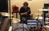 Patrick Carney i jego sposób na nagrywanie bębnów
