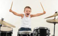 Wpływ gry na perkusji na dzieci z autyzmem
