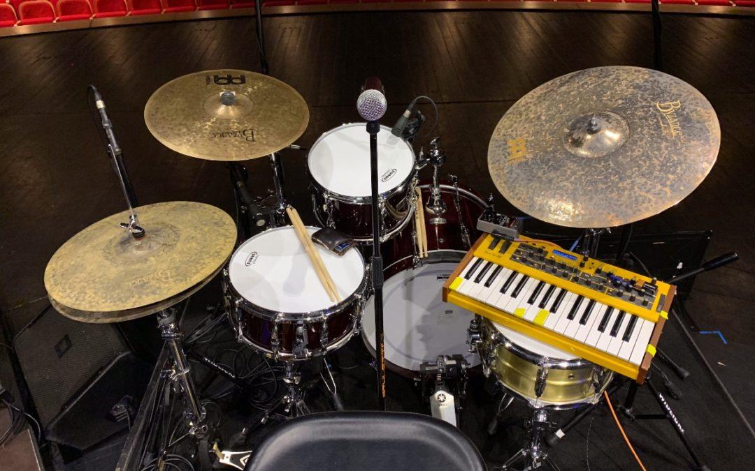 Josh Dion prezentuje swój zestaw perkusyjny