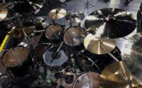 """Kerim """"Krimh"""" Lechner prezentuje swój zestaw perkusyjny"""