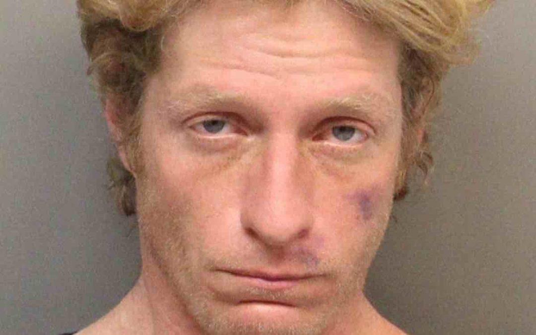 Mężczyzna napadł na pizzerię używając pałeczek perkusyjnych