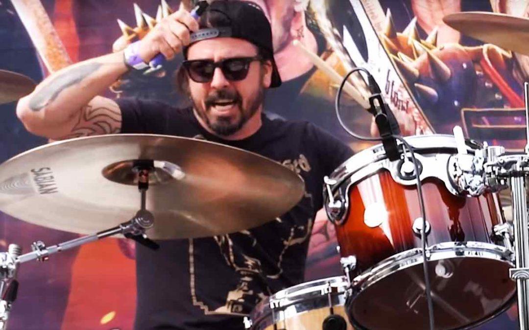 """Dave Grohl zagrał na """"skoczka"""" podczas imprezy """"Ride for Ronnie"""""""