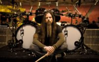 Chris Adler poza Lamb Of God